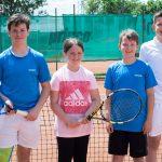 Erfolgreicher Tennisnachwuchs: Paul Hennes, Martha Glombik, Silas Beutel und Dominik Timmerbeil (v.l.). Foto: oh