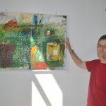 In der Galerie im Haus am Römer sind derzeit die Werke des Lampertheimer Künstlers Klaus Beck zu sehen – in den Stilen Acrylic Pouring und Expressionismus. Foto: Benjamin Kloos