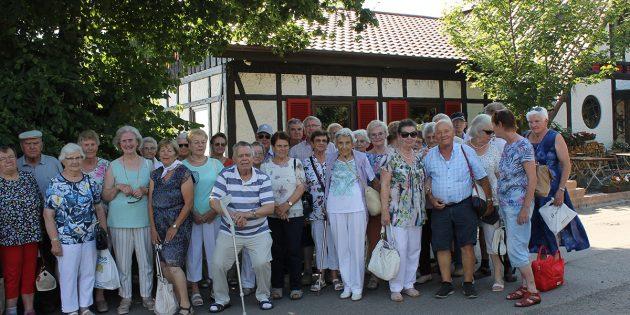 BUZ: Trotz der Hitze nahmen viele Senioren am Ausflug auf den Donnersberg teil und verbrachten gemeinsam schöne Stunden. Foto: oh