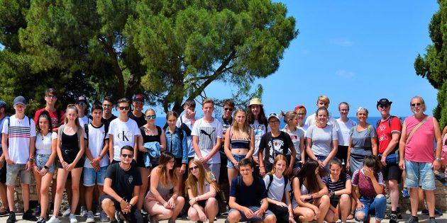 BUZ: Die Freizeitgruppe in Istrien an der Strandpromenade. Foto: Ehret