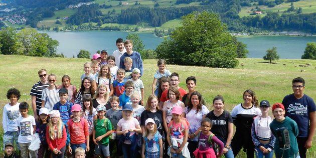 BUZ: Die Freiteizgruppe während einer Wanderung über dem Alpsee.Viele freuen sich schon auf's nächste Jahr und können es kaum erwarten. Foto: Ehret
