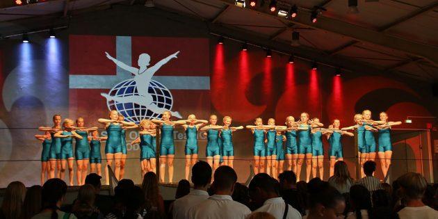 Die Gymnastica Bürstadt lockt jedes Mal viele Zuschauer an, die eindrucksvolle sportliche Leistungen und ein abwechslungsreiches Programm mit Show-Vorführungen, Tanz und Sportakrobatik erleben. Im Bild: Team Gym Odder aus Dänemark. Foto: Hannelore Nowacki