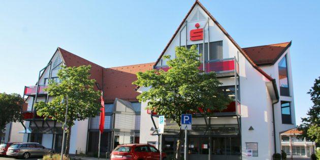 Die Hauptgeschäftsstelle der Sparkasse Worms-Alzey-Ried in der Römerstraße wurde zu einem modernen und barrierefreien Beratungszentrum ausgebaut. Foto: Hannelore Nowacki