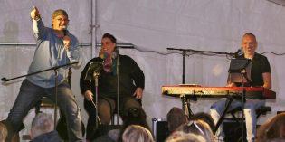 Barbara Boll lädt ein … mit so viel Spaß! Livemusik und witzige Dialoge bringen das Publikum auf Touren wie hier im Festzelt im September. Foto: Hannelore Nowacki