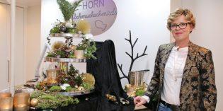 Goldschmiedemeisterin Veronika Horn feierte mit ihren Kunden in vorweihnachtlicher Stimmung ihr 15-jähriges Geschäftsjubiläum. Auch eine schöne Gelegenheit an Geschenke zu denken. Auf dem Bibliser Weihnachtsmarkt ist Veronika Horn mit einem Stand vertreten.  Foto: Hannelore Nowacki