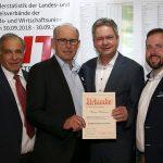 Werner Hartmann (3.v.l.) wurde von der Mittelstandsvereinigung Bergstraße zum Ehrenvorsitzenden ernannt. Foto: oh