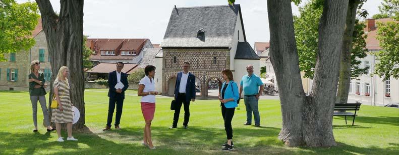 Lucia Puttrich im Gespräch mit der Geschäftsstelle des Geo-Naturpark Bergstraße-Odenwald e.V. und Geschäftsführerin Dr. Jutta Weber. Foto: oh