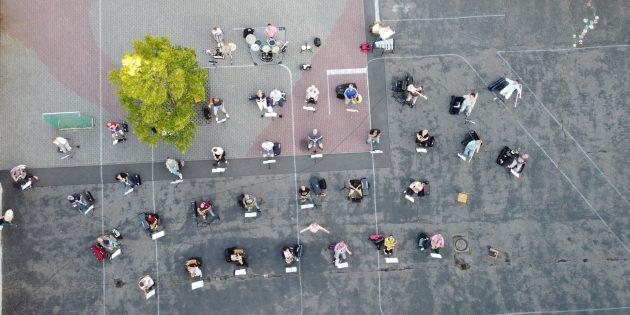 Proben mit Abstand: Die Drohne zeigt, wie die Brass Band Biblis die Vorgaben umsetzt. Foto: oh