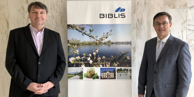 Im gemeinsamen Gespräch: Bürgermeister Volker Scheib und der CDU-Landtagsabgeordnete Alexander Bauer (v.l.). Foto: oh