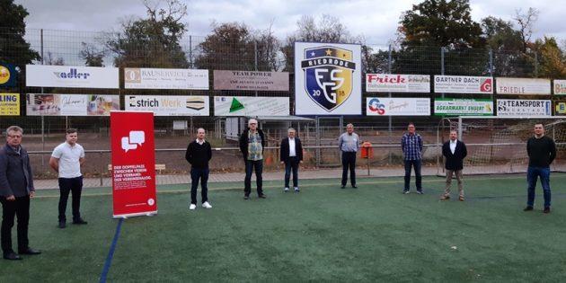 Im Rahmen des Vereinsdialoges diskutierten Vertreter des Hessischen Fußballverbandes mit Vertretern der FSG Riedrode. Foto: oh