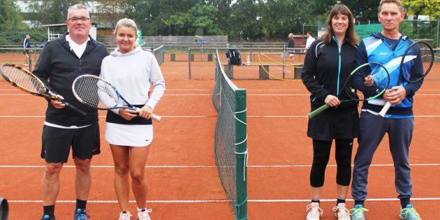 Das Ehepaar Diana und Jürgen Karger (rechts) konnte die Clubmeisterschaften im Mixed gewinnen. Foto: ehr