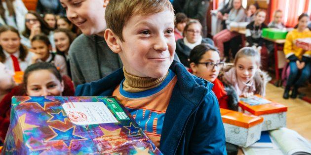 Diese leuchtenden Kinderaugen sind jede Mühe wert. Foto: Geschenke der Hoffnung / David Vogt