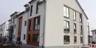 In der Sophie-Scholl-Straße konnte die Baugenossenschaft Lampertheim die Wohnungen an die neuen Mieter übergeben – im Gegenzug für das neue Mehrfamilienwohnhaus wurden 870 Quadratmeter Wohnfläche als Sozialwohnungen zur Verfügung gestellt. Foto: Benjamin Kloos