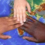 Miteinander statt gegeneinander: Die Lampertheimer Ahmadiyya-Muslim-Gemeinde bekennt sich klar gegen Rassismus und spricht sich für die Barmherzigkeit gegenüber allen Menschen aus. Foto: www.pixabay.com