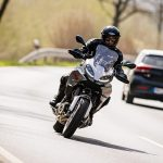 Rat von Fahrtechnikprofi Roger Dötenbier: Zu Saisonbeginn sollten Motorradfahrer besonders vorsichtig fahren. Foto: ADAC Hessen-Thüringen e.V./Steve Bauerschmidt