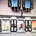 """Bereits im vergangenen Advent wurde in den Fenstern des """"Alten Hauses"""" in der Lindenstraße 42 Kunst in vielfältiger Form präsentiert. Foto: oh"""