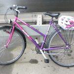 Wer weiß, wem dieses Damenfahrrad mit lila-/ pinkfarbenem Rahmen gehört? Foto: Polizeipräsidium Südhessen