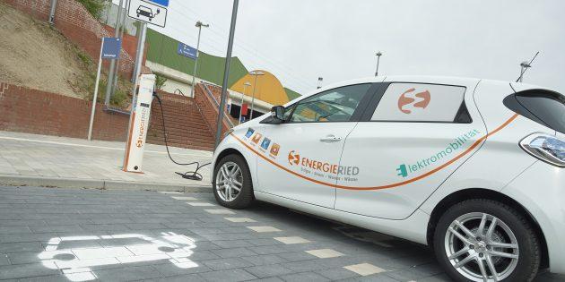 ENERGIERIED hat eine E-Ladestation am Bahnhof Bürstadt in Betrieb genommen. Foto: Bernd Nix
