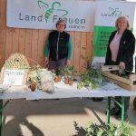 Susanne Volkert, Charlotte Laible-Bär und Birgit Biebesheimer vom Vorstand der Hofheimer Landfrauen zeigten sich mit der Aktion rundum zufrieden. Foto: oh