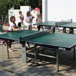 Die jüngsten Tischtennisspieler der SGH beim Training auf dem Bürgerhausparkplatz. Foto: oh