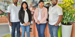 Beim Sanitätshaus Pflegehilfsmittel Bergstraße kümmert sich das kompetente Team um die schnelle und unkomplizierte Versorgung (von links): Robinson Sanmuganathan (zuständig für die Lieferung); Nilo Raveendran (Inhaberin und Fachberaterin); Thuvasini Thuvarakan (Verkäuferin); Thuvarakan Thayaparan (Leiter und Fachberater). Foto: oh