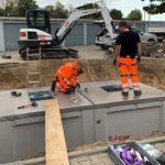 Am Dienstag wurden in der Planckstraße die ersten Unterflursysteme für Müll installiert. Foto: oh