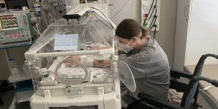 Der kleine Malik ist einer der ersten Patienten, der vom neuen Pasteurisator profitiert. Foto: Klinikum Worms