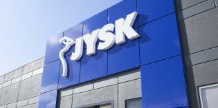 Dänisches Bettenlager wird zu JYSK. Das Einrichtungsunternehmen kehrt mit dem neuen Namen zu den dänischen Wurzeln zurück Foto: JYSK