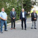 Bürgermeister Gottfried Störmer (2.v.r.) informierte Dr. Michael Meister (2.v.l.) über den aktuellen Stand rund um den Lampertheimer Altrhein. Foto: Stadt Lampertheim