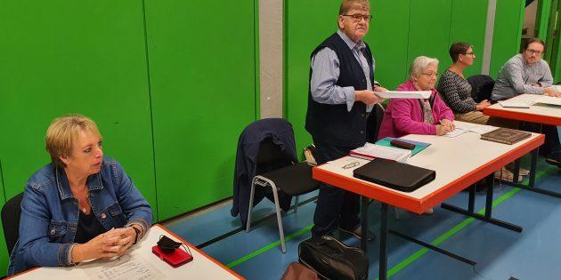 Der erste Vorsitzende Kurt Muntermann (stehend) begrüßte eröffnete die Versammlung. Foto: ehr