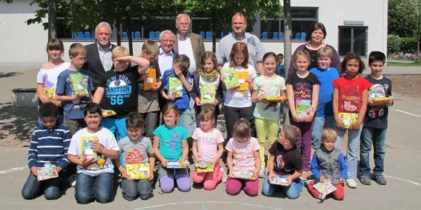 Preisverleihung an Teilnehmer des Lesewettbewerbs der Grundschule Eich