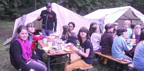 AWO Hamm mit Kindern im Erlebniscamp der Pfadfinder im Brexbachtal