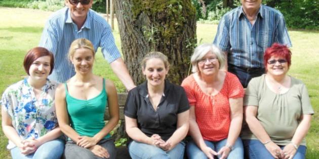 Der alte und neue Vorstand des SC Wormatia Worms mit der 1. Vorsitzenden Ingrid Dehoust-Demir vorne in der Mitte sitzend.
