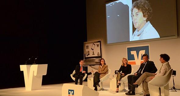 """""""Die Arbeitswelt von morgen"""" war Thema bei der Gesprächsrunde von David Langner, Margret Suckale, Astrid Frohloff, Dr. Frank Schirrmacher und Ulrike Knies (von links). Foto: Lili Judith Oberle"""
