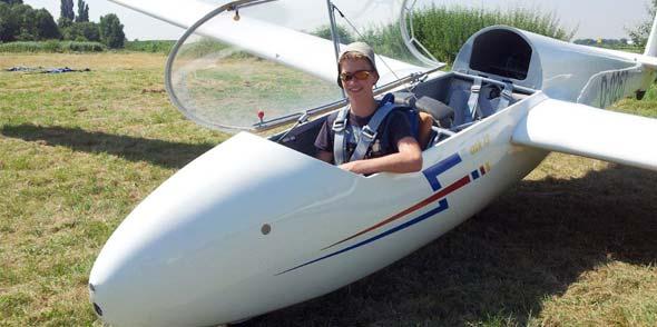 15-jähriger Alleinflieger Christoph Tecklenburg im doppelsitzigen Schulungsflugzeug ASK 1