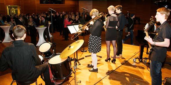"""Musikalisch umrahmt wurde die Neujahrsbegrüßung von""""Get it"""", dem Gary-Fuhrmann-Jazz-Ensemble der Lucie-Kölsch-Jugendmusikschule der Stadt Worms. Foto: Robert Lehr"""