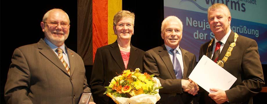 Michael Kissel war es ein sichtliches Bedürfnis, Joachim Decker, Rosemarie Häußler und Heinrich Bock (von links) für ihr Engagement auszuzeichnen. Foto: Robert Lehr