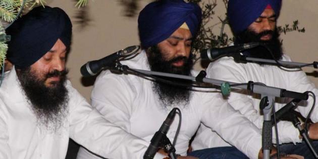 BU: Selten sind in Worms religiöse Gesänge der Sikhs zu hören wie am Sonntag in der Friedrichskirche. Foto: Regina Urbach