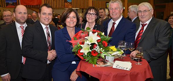 Die Ministerpräsidentin im Kreis der Genossen. Von links: Timo Jordan, Jens Guth, Malu Dreyer, Heidi Lammeyer, Michael Kissel und Alfred Haag. Foto: Gernot Kirch