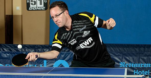 Lockeres Heimspiel für Teamchef Ralf Ullmer und die dritte Herrenmannschaft des TV Leiselheim in der Partie gegen TTV Nierstein.