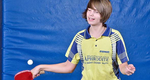 Ganz eindeutig sein bester Ball: Am Vorhand-Topspin des 15-jährigen David Steger gibt es von der Technik her kaum etwas zu bemängeln.