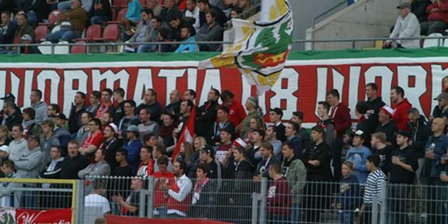Nach dem zweiten Heimerfolg in Serie hoffen die Wormatia-Fans auf einen weiteren Erfolg beim Auswärtsspiel in Pfullendorf - so wie hier beim Hinspiel gegen den derzeitigen Tabellenletzten. Archivfoto: Benjamin Kloos
