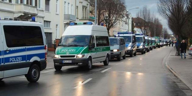 Bereits 2012 war bei einer NPD-Veranstaltung in Worms ein großes Polizeiaufgebot präsent. Foto: Gernot Kirch