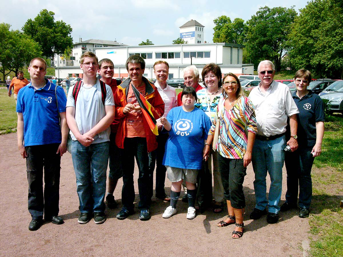 Georg Blockus, der 1. Vorsitzende der TG 1846 Worms, freute sich über den Besuch von Katja Ohnesorg und einem Teil ihrer Schützlinge von der Sportgruppe der Lebenshilfe Worms. Foto: Klaus Diehl