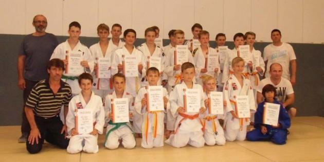 24 Judokas absolvierten beim 1. Judo-Club Worms die nächsten Gürtelprüfungen.