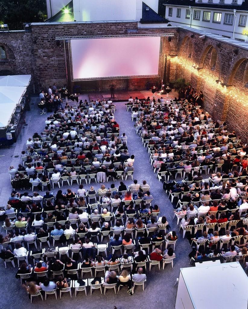 Beste Filme unter Sternenhimmel: In der Erkenbert-Ruine können sich die Besucher auch in diesem Jahr über ein tolles Programm im Open Air Kino freuen.