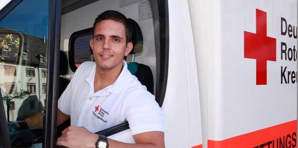 Wer sich nach dem Schulabschluss ein Jahr lang im Rettungsdienst engagieren möchte, ist im Freiwilligendienst genau richtig.
