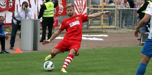 Benjamin Himmel und seine Mitspieler brachten einen hart umkämpften 4:3-Sieg aus Neckarelz mit.