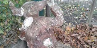 Narren-Skulptur bereichert Nonnenmacher-Ausstellung im Museum der Stadt