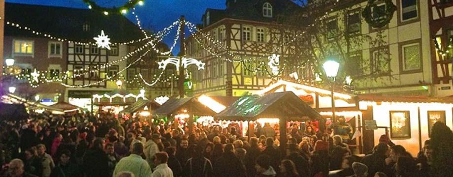 Alzeyer Weihnachtsmarkt in malerischer Kulisse